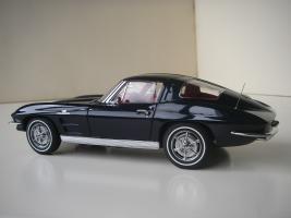 Прикрепленное изображение: Chevrolet_Corvette_Sting_Ray_1963__Autoart___7_.JPG