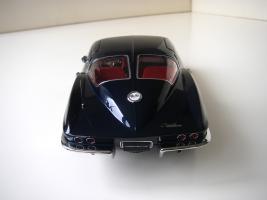 Прикрепленное изображение: Chevrolet_Corvette_Sting_Ray_1963__Autoart___11_.JPG