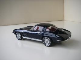 Прикрепленное изображение: Chevrolet_Corvette_Sting_Ray_1963__Autoart___13_.JPG