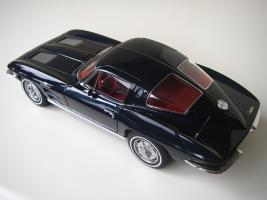 Прикрепленное изображение: Chevrolet_Corvette_Sting_Ray_1963__Autoart___15_.JPG