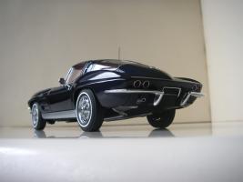 Прикрепленное изображение: Chevrolet_Corvette_Sting_Ray_1963__Autoart___22_.JPG