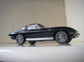 Прикрепленное изображение: Chevrolet_Corvette_Sting_Ray_1963__Autoart___23_.JPG