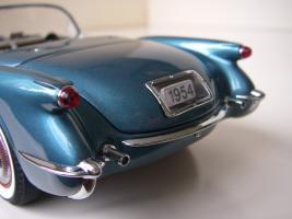 Прикрепленное изображение: Chevrolet_Corvette_1954__Danbury_Mint___21_.JPG