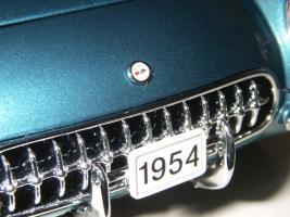 Прикрепленное изображение: Chevrolet_Corvette_1954__Danbury_Mint___29_.JPG
