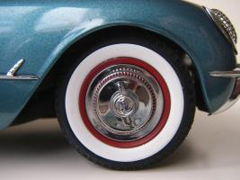 Прикрепленное изображение: Chevrolet_Corvette_1954__Danbury_Mint___31_.JPG