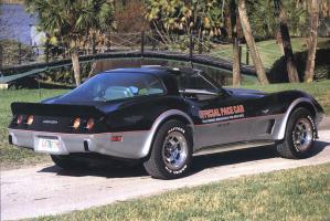 Прикрепленное изображение: Chevrolet_Corvette_Indy_500_Pace_Car_Replica_1978__4_.jpg