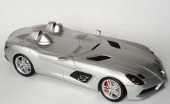 Прикрепленное изображение: 1zu18_Mercedes_Benz_SLR_Z199_Sterling_Moss_silbermet_MB_Minichamps_B66963956_18954_05.jpg