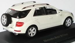 Прикрепленное изображение: 1zu43_Mercedes_Benz_M_Klasse_Facelift_2008_W164_calcitweiss_mit_Ersatzrad_MB_Minichamps_B66960002_17590_03.jpg