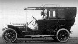 Прикрепленное изображение: Benz_24_40_PS_Landaulet__Kettenantrieb__2_1907.jpg