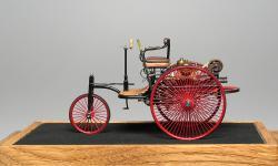 Прикрепленное изображение: Benz_Patent_Motorwagen_1886_M.M.Studio_2.jpg