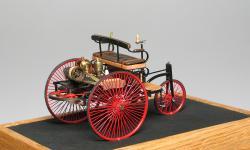 Прикрепленное изображение: Benz_Patent_Motorwagen_1886_M.M.Studio_z.jpg