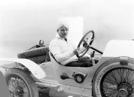 Прикрепленное изображение: Max_Sailer_mit_Mercedes_28_95_PS_Rennsport_Tourenwagen__1921.jpg
