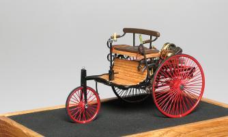 Прикрепленное изображение: Benz_Patent_Motorwagen_1886_M.M.Studio.jpg