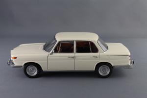 Прикрепленное изображение: BMW_1800_TISA_Autoart_70623_02.jpg