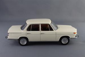 Прикрепленное изображение: BMW_1800_TISA_Autoart_70623_03.jpg