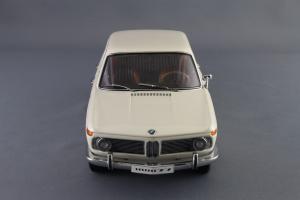 Прикрепленное изображение: BMW_1800_TISA_Autoart_70623_04.jpg
