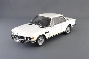 Прикрепленное изображение: BMW_3.0_CSI_Autoart_70671_01.jpg