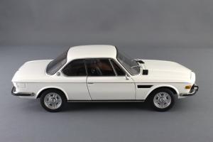 Прикрепленное изображение: BMW_3.0_CSI_Autoart_70671_03.jpg