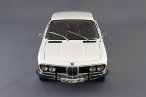 Прикрепленное изображение: BMW_3.0_CSI_Autoart_70671_04.jpg