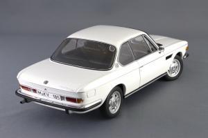 Прикрепленное изображение: BMW_3.0_CSI_Autoart_70671_06.jpg