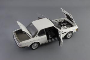 Прикрепленное изображение: BMW_3.0_CSI_Autoart_70671_07.jpg