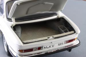 Прикрепленное изображение: BMW_3.0_CSI_Autoart_70671_08.jpg