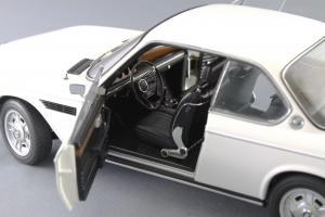 Прикрепленное изображение: BMW_3.0_CSI_Autoart_70671_09.jpg