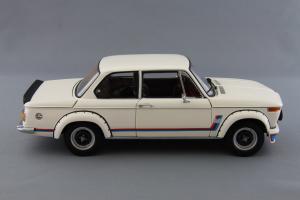 Прикрепленное изображение: BMW_2002_Turbo_Kyosho_08542W_04.jpg