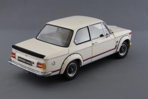 Прикрепленное изображение: BMW_2002_Turbo_Kyosho_08542W_06.jpg