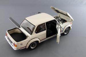 Прикрепленное изображение: BMW_2002_Turbo_Kyosho_08542W_07.jpg