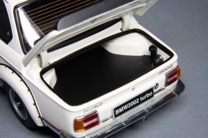 Прикрепленное изображение: BMW_2002_Turbo_Kyosho_08542W_08.jpg