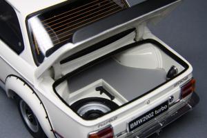 Прикрепленное изображение: BMW_2002_Turbo_Kyosho_08542W_09.jpg
