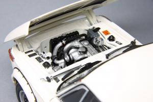 Прикрепленное изображение: BMW_2002_Turbo_Kyosho_08542W_11.jpg