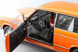 Прикрепленное изображение: BMW_2000_Touring_Autoart_70682_10.jpg