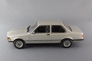 Прикрепленное изображение: BMW_323i_Autoart_75112_02.jpg