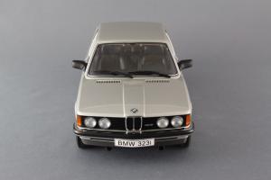 Прикрепленное изображение: BMW_323i_Autoart_75112_04.jpg