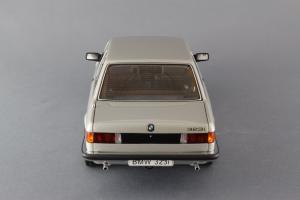 Прикрепленное изображение: BMW_323i_Autoart_75112_05.jpg