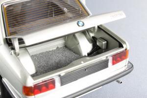 Прикрепленное изображение: BMW_323i_Autoart_75112_09.jpg