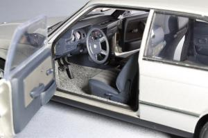 Прикрепленное изображение: BMW_323i_Autoart_75112_10.jpg