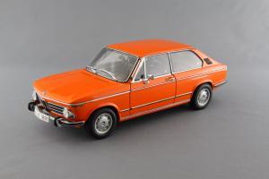 Прикрепленное изображение: BMW_2000_Touring_Autoart_70682_01.jpg