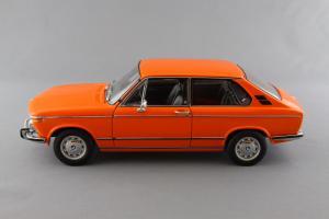 Прикрепленное изображение: BMW_2000_Touring_Autoart_70682_02.jpg