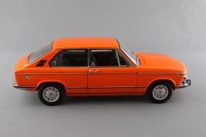 Прикрепленное изображение: BMW_2000_Touring_Autoart_70682_03.jpg
