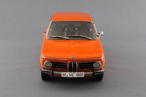 Прикрепленное изображение: BMW_2000_Touring_Autoart_70682_04.jpg