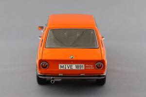 Прикрепленное изображение: BMW_2000_Touring_Autoart_70682_05.jpg