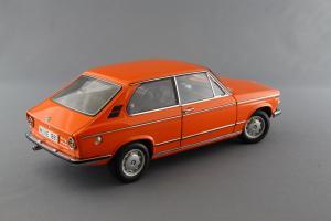 Прикрепленное изображение: BMW_2000_Touring_Autoart_70682_06.jpg