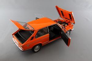 Прикрепленное изображение: BMW_2000_Touring_Autoart_70682_07.jpg