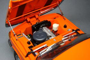 Прикрепленное изображение: BMW_2000_Touring_Autoart_70682_08.jpg