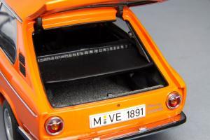 Прикрепленное изображение: BMW_2000_Touring_Autoart_70682_09.jpg
