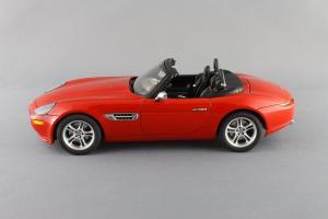 Прикрепленное изображение: BMW_Z8_Autoart_70513_02.jpg