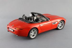 Прикрепленное изображение: BMW_Z8_Autoart_70513_06.jpg